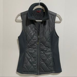 Ascend Zip Up Quilted Vest Fur Lining | Size S